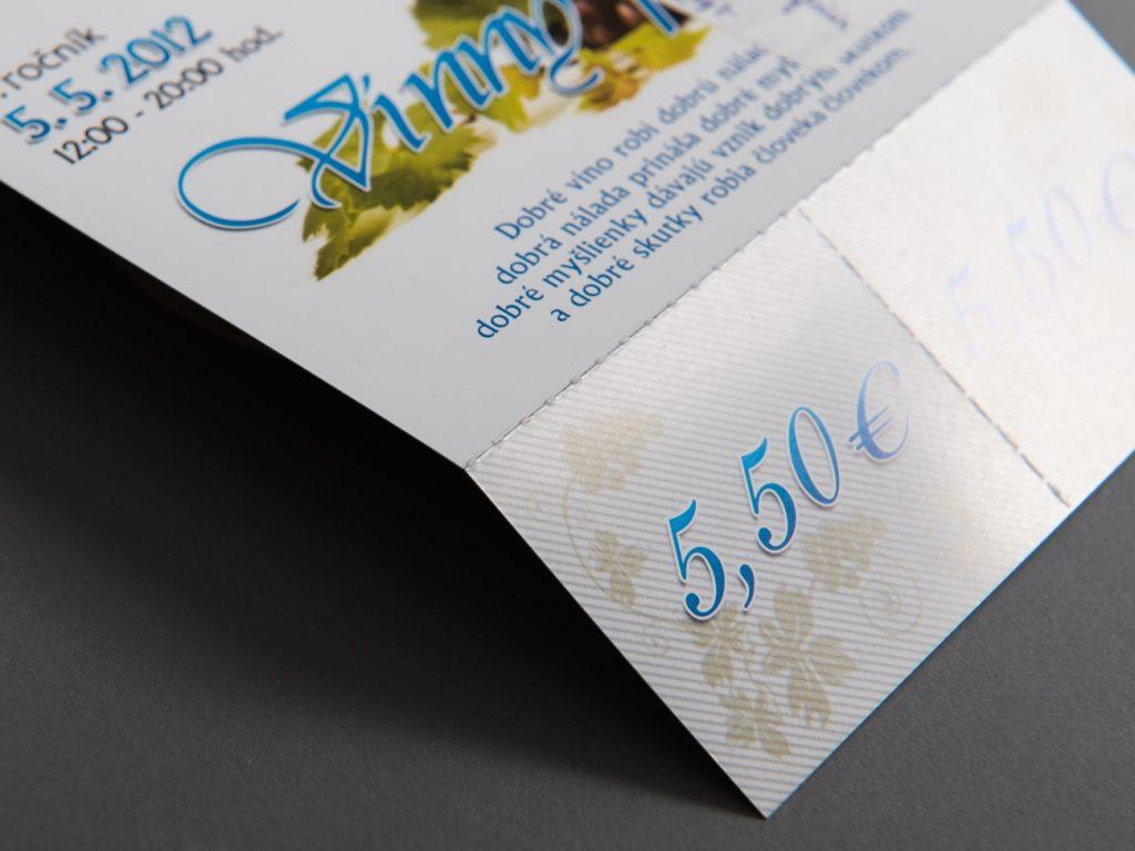 a9f9a19a1 ide o úpravu papiera (vyrazenie rýh rôzneho tvaru), ktorá zaistí  bezproblémové odtrhnutie jeho časti. Využíva sa hlavne pri odtrhovacích  kupónoch, ...
